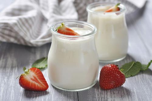 Người bị dạ dày có thể sử dụng sữa chua khi đã ăn no