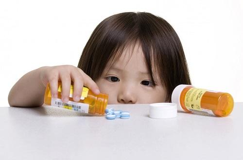 Lựa chọn thuốc phòng bệnh hô hấp cho bé như thế nào?
