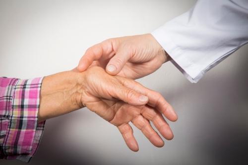 Bệnh xương khớp phong thấp có biến chứng như thế nào?