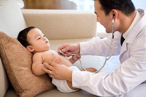 Viêm amidan là 1 trong các bệnh liên quan đến hô hấp thường gặp ở trẻ nhỏ