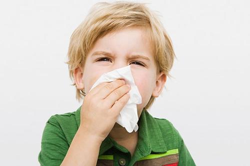 Viêm thanh quản cũng là là 1 trong các bệnh liên quan đến hô hấp thường gặp ở trẻ nhỏ