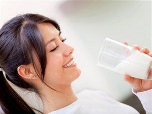 Bệnh dạ dày có nên uống sữa hay không?